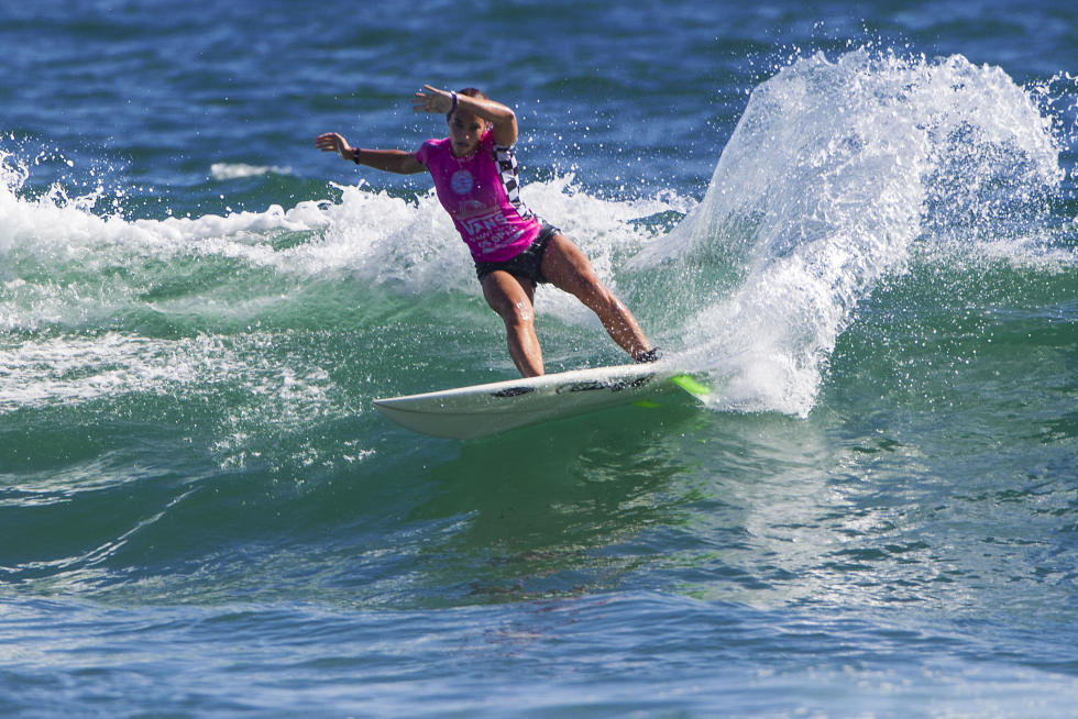 Maddie Peterson in her Quarterfinal victory at the WSL Pro Junior Vans US Open of Surfing. Photo: WSL/Van Kirk