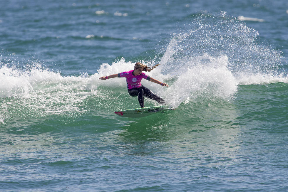 Caroline Marks on her way to victory at the WSL Pro Junior Vans Us Open of Surfing. Photo: WSL/Van Kirk