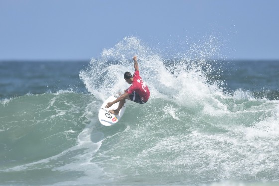 Luan Wood (BRA) ripped through a Round 1 win posting an 8.27 in the process on opening day of the WRV Outer Banks Pro Men's QS1,000 presented by Pacifico. Image: WSL/ John W. Ferguson