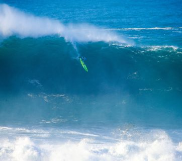 Jamie Mitchell (AUS) drops into a bomb at Nazaré en route to his historic victory. Photo: © WSL/Laurent Masurel